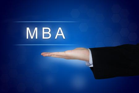economia aziendale: MBA o Master of Business Administration con il tasto mano d'affari Archivio Fotografico