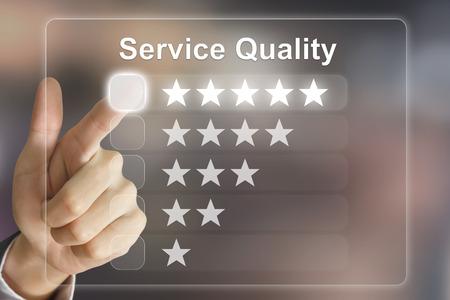 Mão de negócios, clicando em qualidade de serviço na interface de tela virtual Foto de archivo - 39620945