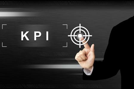 비즈니스 손 터치 스크린 인터페이스에 핵심 성과 지표 또는 KPI 버튼을 클릭