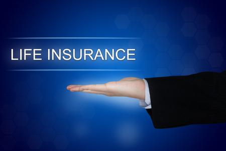 Botón de seguro de vida con mano de negocios en fondo azul Foto de archivo - 47256128