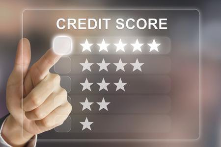 pointage de crédit cliquant main d'affaires sur l'interface de l'écran virtuel Banque d'images
