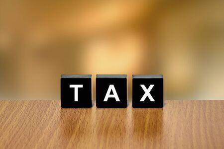 black block: impuesto sobre la contabilidad en el bloque negro con fondo borroso