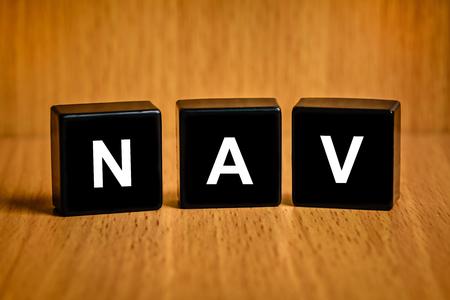 black block: NAV o valor del activo neto de texto en el bloque negro Foto de archivo