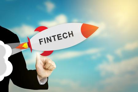 비즈니스 손을 클릭 fintech 또는 금융 기술 평면 디자인 로켓