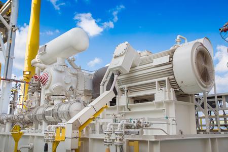 compressore richiamo del gas in unità di recupero vapori di piattaforma di elaborazione centrale di petrolio e gas Archivio Fotografico