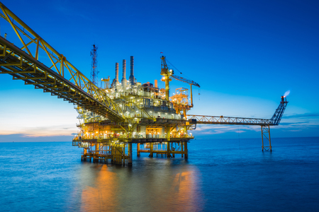 Oil and gas production platform, Oil and Gas  production and exploration business in the gulf of Thailand. 版權商用圖片