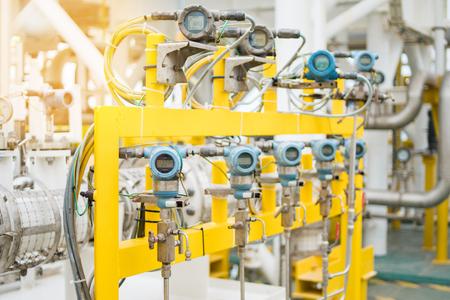 모니터 용 압력, 온도, 차동 및 유량 트랜스미터. 오일 및 가스 프로세스를 제어하기 위해 PLC (Programmable Logic Controller)에 측정 값을 보냈습니다. 스톡 콘텐츠