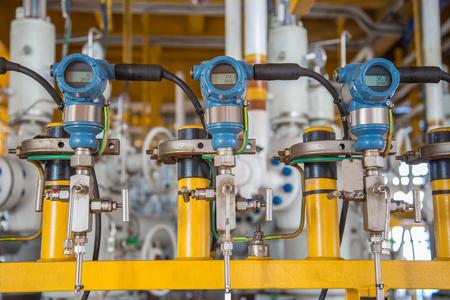 Transmetteur de pression pour surveiller et envoyer la valeur de mesure au contrôleur logique programmable (PLC) pour contrôler le processus de pétrole et de gaz.