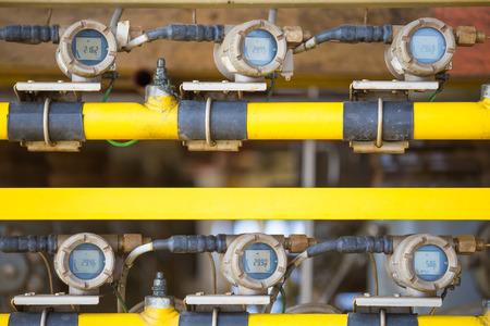 Transmetteur de jauge de température sur la plate-forme de tête de puits à distance pour le pétrole et le gaz pour surveiller la température des gaz dans la conduite d'écoulement.