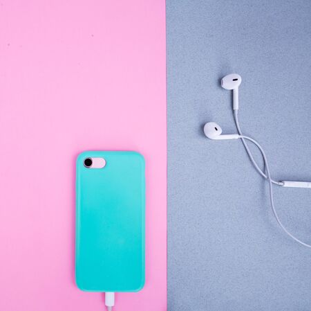 Smartphone in a mint case on a pink background.