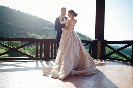The first dance of the young. The bride and groom are dancing their first dance. 版權商用圖片