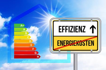Effizienzstatt hohe Energiekosten. Schild mit Energieeffizienz Tabelle.