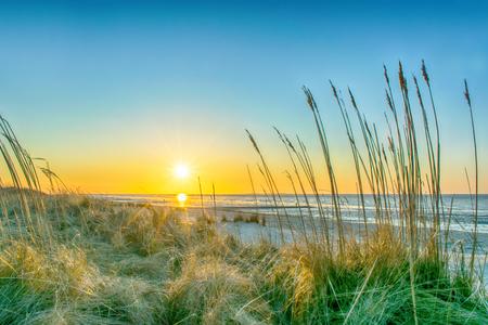 Sonnenuntergang an der Nordsee. Standard-Bild - 99206383