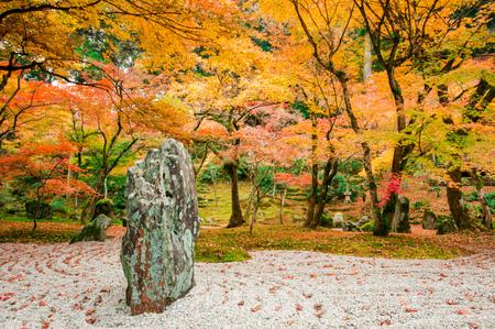 Jardín en el templo Komyozenji Foto de archivo - 35174761
