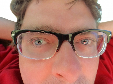 miror:          Close up picture of a man with horn rim glasses