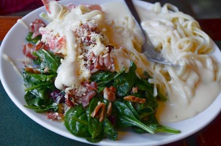 alfredo: Salad and fettuccini alfredo