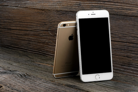 The size difference iPhone 6 and iPhone 6 Plus with blank screen