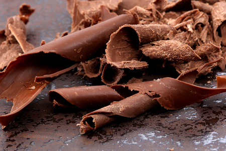 chocolate shavings: Dark chocolate shavings and sprinkled cocoa powder Stock Photo