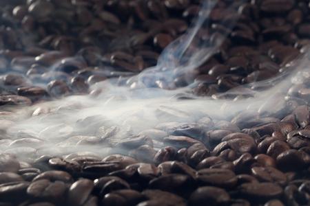 Roasting coffee with smoke