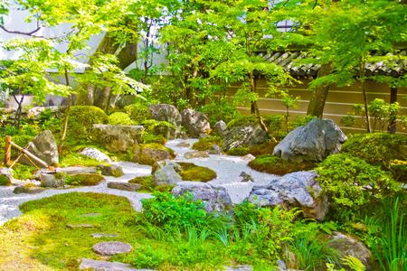 Jardín japonés del templo Zenrinji en Kyoto, Japón Foto de archivo
