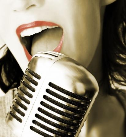 Retro Singer (Girl Singing In Retro Microphone) Stock Photo - 554790