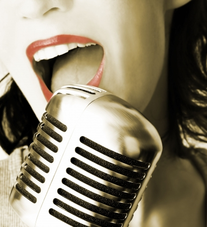 Retro Singer (Girl Singing In Retro Microphone) Stock Photo - 554790