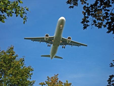 landing light: Aeroplane on approach