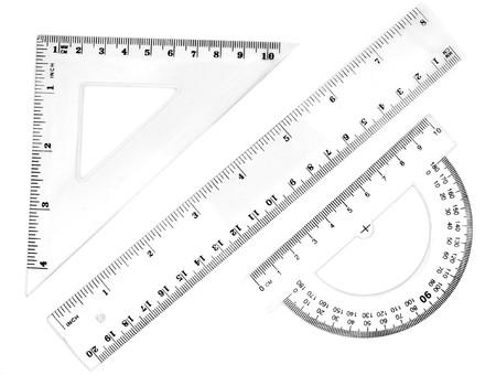 gros plan des différents souverains et des fournitures scolaires sur fond blanc avec chemin Banque d'images