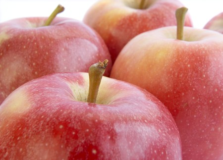 aliments: close up of fresh apples on white background