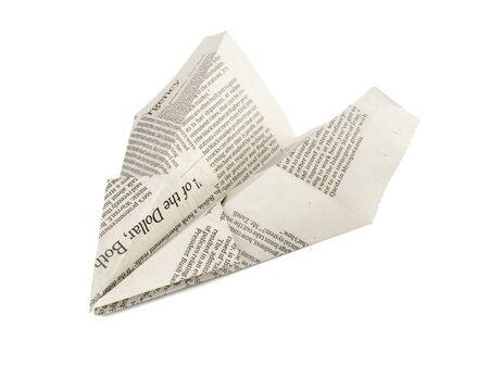 papierflugzeug: Nahaufnahme von Papierflugzeugen auf wei�em Hintergrund