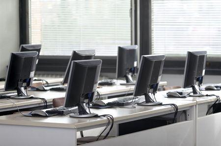 salle classe: int�rieur de la salle de classe avec des ordinateurs