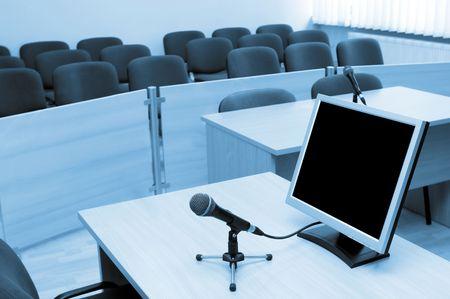 jurado: Vista interior de la sala de conferencias de mesa de oficina