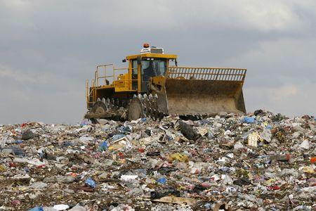 Übersicht der Müllabfuhr mit Bulldozer