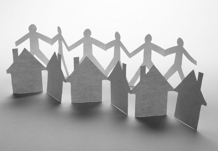cooperativa: cerca de casas y personas cortadas de papel de fondo blanco