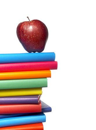 portadas de libros: cerca de la pila de libros de colores sobre fondo blanco