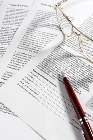 gestion documental: cerca del documento contractual listo para ser firmado