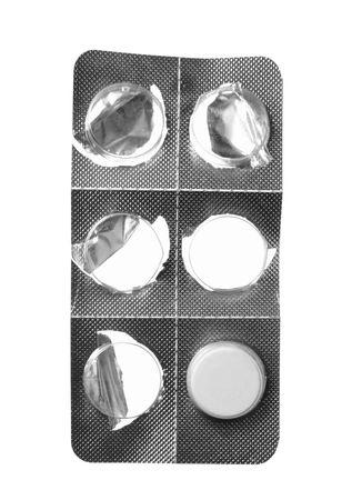 defecate: Close up of pillole rosse su sfondo bianco
