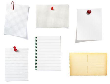 tack board: colecci�n de antiguos nota de papel, sobre fondo blanco. cada uno es en resoluci�n completa de c�maras