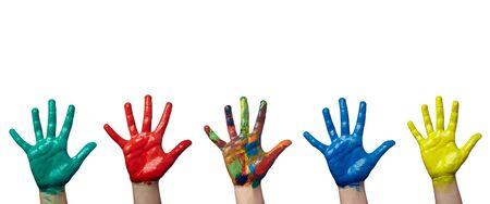 jardin infantil: Close up de manos de ni�o pintadas con acuarelas sobre fondo blanco. cada uno de ellos es en la resoluci�n de la c�mara completa  Foto de archivo