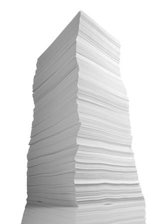 close-up van stapel papier op witte achtergrond  Stockfoto
