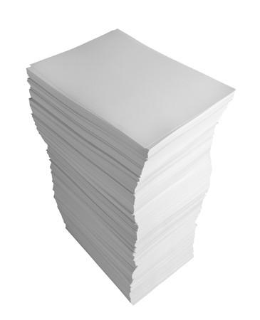 close-up van stapel papier op witte achtergrond