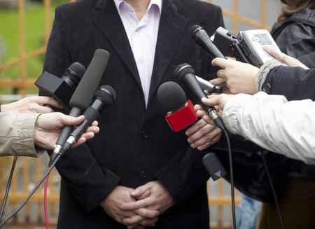 hablar en publico: detalle de la reuni�n de la Conferencia de micr�fonos y hombre de negocios  Foto de archivo