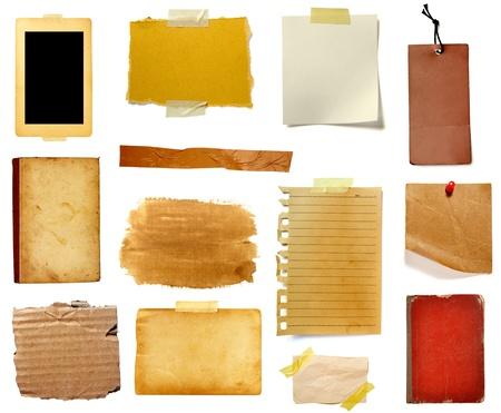 gescheurd papier: collectie van verschillende grunge papier stukken op witte achtergrond. elk wordt afzonderlijk neergeschoten