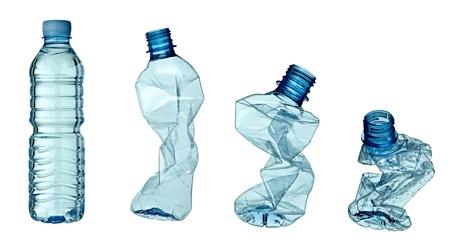 contaminacion del agua: colecci�n de vac�o utiliza botellas de pl�sticos sobre fondo blanco. cada uno es asesinado por separado