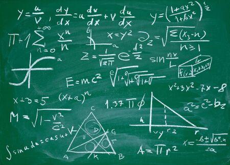 matematica: cerca de f�rmulas matem�ticas en una pizarra