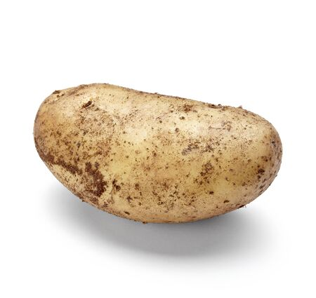 ziemniaki: close up of a potato on white background with clipping path