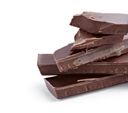 cacao: cerca de chocolate piezas sobre fondo blanco