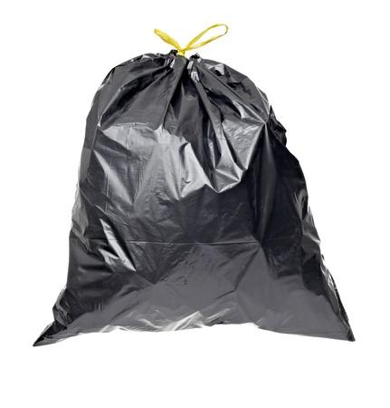 envases plasticos: cerca de una bolsa de basura en fondo blanco con trazado de recorte