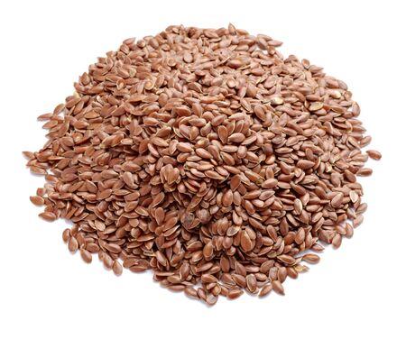 semilla: cerca de semillas de lino sobre fondo blanco  Foto de archivo