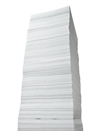 papeles oficina: cerca de la pila de documentos sobre fondo blanco  Foto de archivo